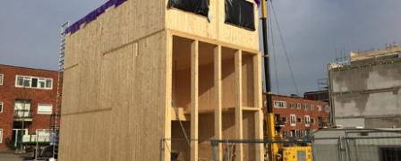 Mijn houten huis gemonteerd op IJburg (filmpje)
