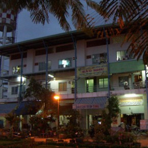 sonja_spruit_vietnam_housing_evening_outside