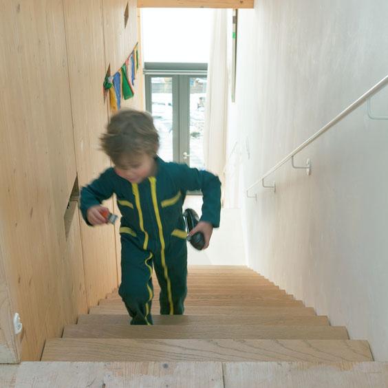 MAATworks_houten_familiehuis_massief_hout_trapl_bio_based
